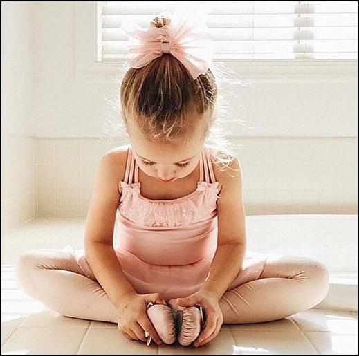 Bambina danza stretching