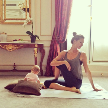 gisele-bundchen-yoga-instagram-1.jpg.png