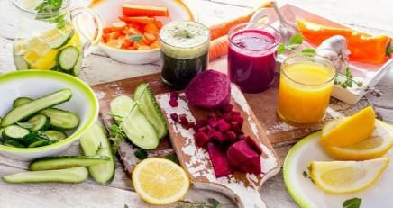 Dieta-Detox-per-tornare-in-forma-dopo-il-Natale-e-in-attesa-di-Capodanno-frutta-verdura-e-zenzero.jpg